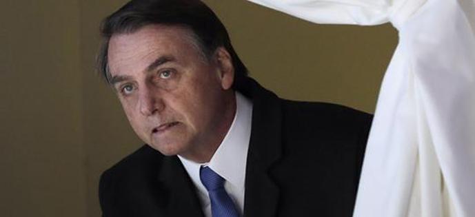 Bolsonaro escondido