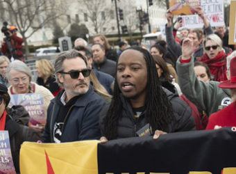 Joaquim Phoenix protesto