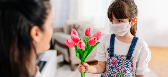 coronavirus mãe flor criança